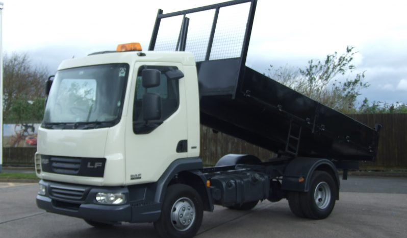side view of tipper truck