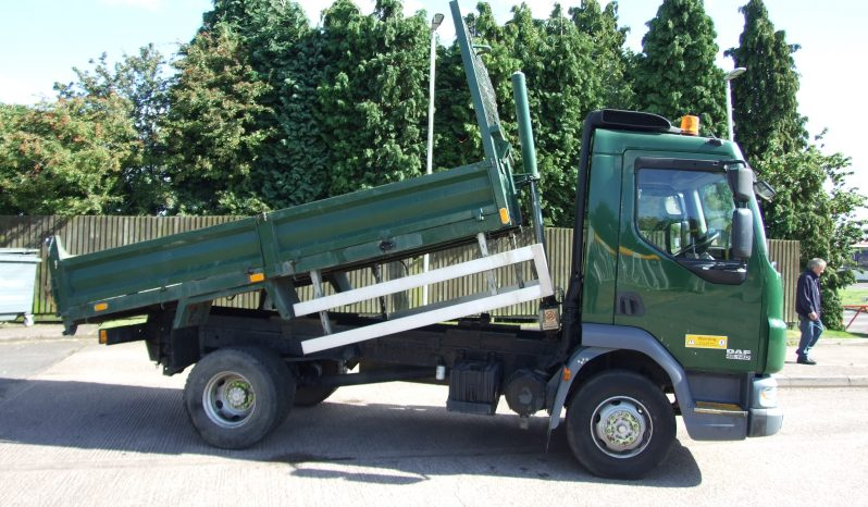 side view of a green daf tipper truck