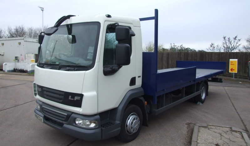 front left view of a daf truck