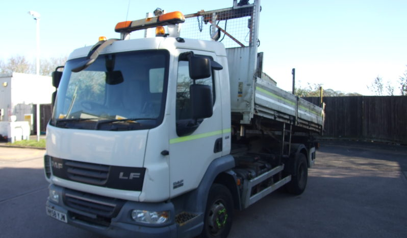 front left hand shot of a daf tipper truck