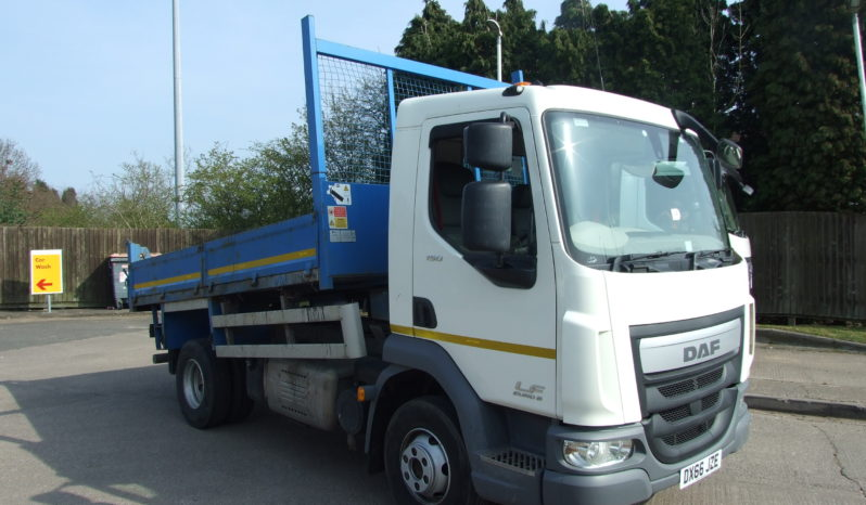 front right view of DAF 7.5 Tonne Tipper Truck