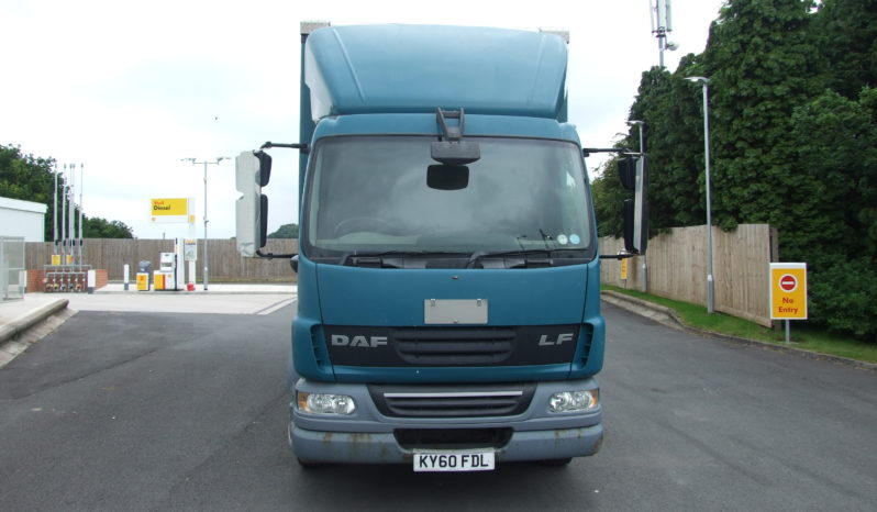 DAF LF 55.220 CURTAINSIDER WITH BARN DOORS full